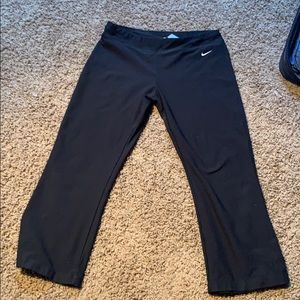 Nike dri fit cropped workout pants size medium